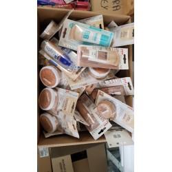 LOT DE 75 Pièces font de teint Maybelline et L'Oréal à 4 € l'unité